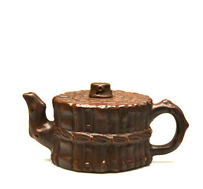 Fine Chinese Carved Yixing Zisha Purple Clay Ceramic Teapot with Mark