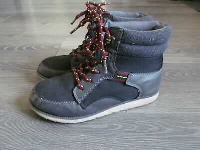 KId BOYS High Top Sneaker Boots size 3 Oshkosh BLACK grey lace up fall