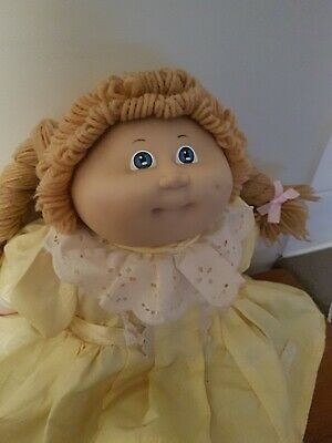 Cabbage Patch Kid girl 1985 Vintage Doll Blue eyes dimple original dress