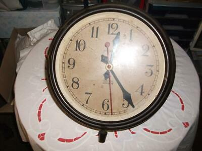MAGNETA UNTESTED BAKELITE ELECTRIC WALL CLOCK IN NEED OF REFURBISHMENT. C1950s
