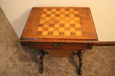 A VERY FINE 19th Century VICTORIAN WALNUT CHESS WORK TABLE