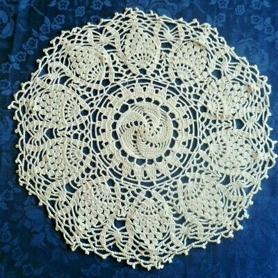 VINTAGE HAND CROCHETED CREAM PINEAPPLE ROUND DOILEY /TABLE CENTRE 33 cms