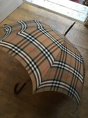 Beautiful Burberry Umbrella. Barely Used. Wooden