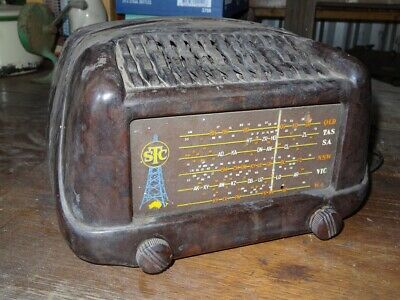 Antique STC Australian Valve/Tube Wireless/radio in bakelite