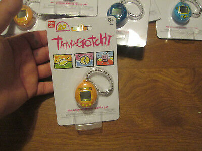 1 TAMAGOTCHI 20th ANNIVERSARY THE ORIGINAL VIRTUAL REALITY PET  KEYCHAIN ORANGE