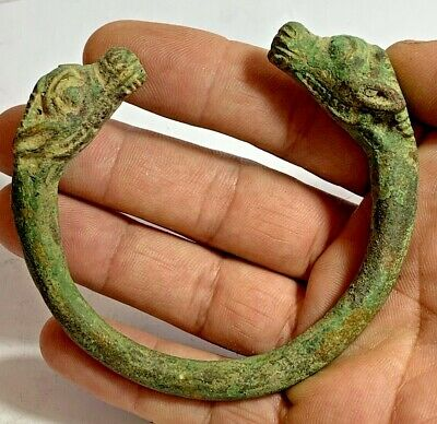 INTACT ANCIENT ROMAN BRONZE BRACELET WITH TWO ANIMAL HEADS 200 AD 153,9gr 90,2mm