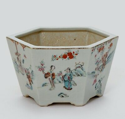 A Chinese famille rose flower pot, D. 26 CM