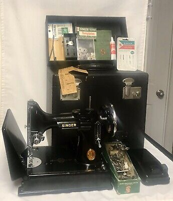 Singer 221 Featherweight 1941 Sewing Machine With Case Extra Attachments