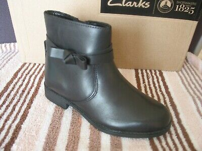 New Clarks Girls Semi Fluff Chelsea Leather School Ankle Boots Size 11 F & 1 G
