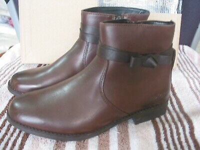 New Clarks Sami Fluf Dark Brown Leather Ankle  Boots Size 2.5 G Fit