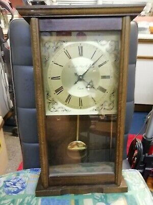 (1147) BROWN WOODEN LONG CASE WALL CLOCK MADE BY THE LONDON CLOCK Co QUARTZ BATT