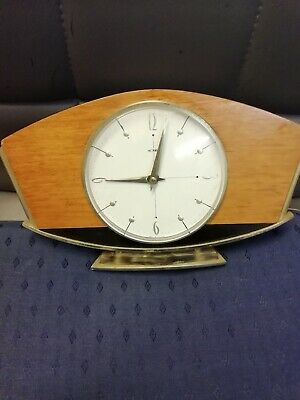 (924)  Wooden With Brass Surround Mantel Piece Clock Made By Metamec (Uk) Wind U