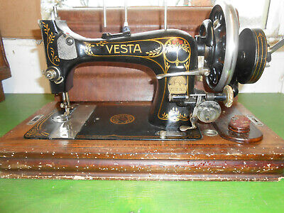 Cased Vesta Vibrating Shuttle VS Sewing Machine Circ 1914 Hand Crank or Treadle