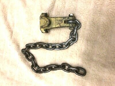 MO-CLAMP   Hole Hugger tie down with a Chain