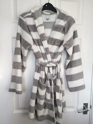 New Look 915 Generation Girls Grey/White Hooded Dressing Robe Size 12-13 years