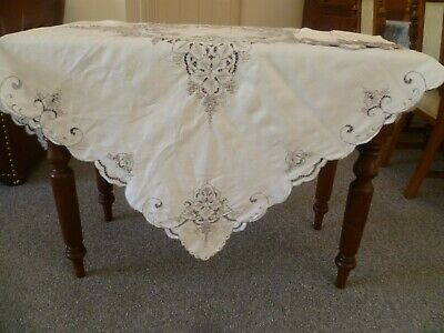 VINTAGE HAND EMBROIDERED GRAPES TABLECLOTH  127 cms x 123 cms with  5 x napkins