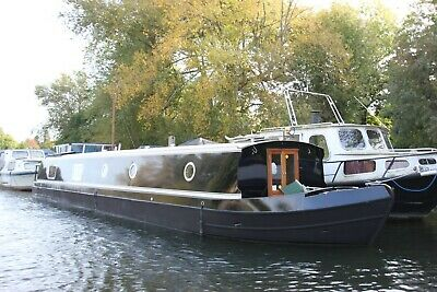 57x10 widebeam liveaboard houseboat 2 bed near london