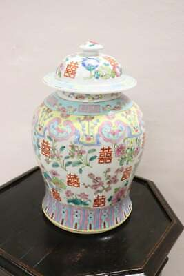 20th Century Chinese Vase in Ceramic with Floral Motifs