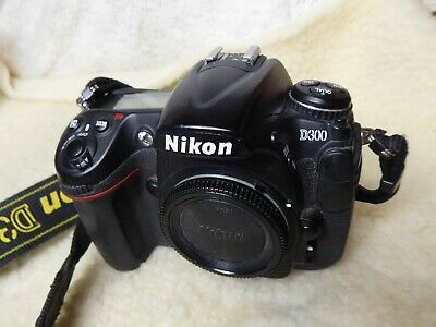 Nikon D300 12.3mp DSLR Camera Body with Battery and Charger