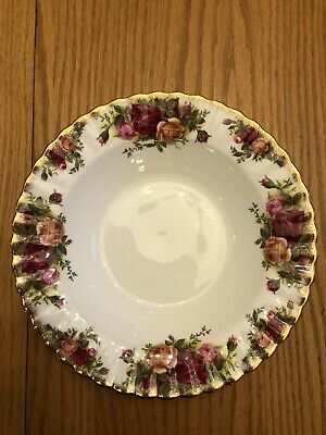"""Royal Albert Old Country Roses England Rimmed Soup Bowl 8"""" Fluted Gold Edge"""