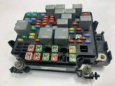 Silverado Sierra Yukon Tahoe Suburban Fuse relay junction Box 15139209-02 PL