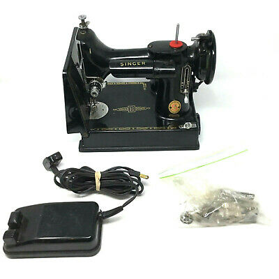 Vintage Singer Sewing Featherweight Machine Model 221K