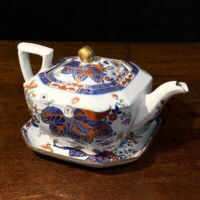 Spode Ironstone 'cabbage pattern' teapot and stand circa 1815