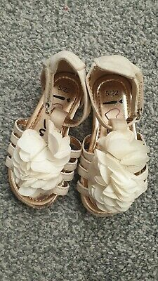 Baby Girls Cream And Gold Sandals Size infant 5 (c5)