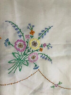 """Vtg White Floral Embroidered Cotton/Linen Tablecloth/Table Topper  40""""Square"""