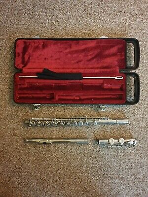 Yamaha YFL 211N  Flute - with hard case and cleaning rod