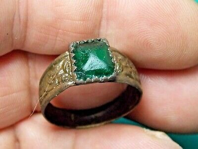 fantastic post medieval ring with green centre metal detecting detector finds
