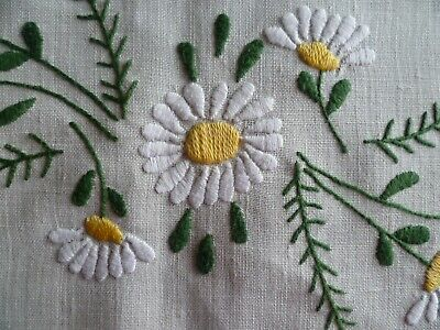 VINTAGE HAND EMBROIDERED DAISY TOPPER /  SMALL CLOTH / CENTRE 65 cms x 84cms
