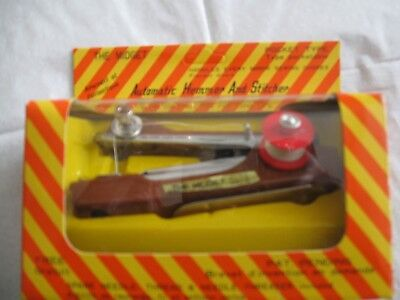Lovely vintage/retro boxed 'The Midget' automatic hemmer/stitcher  (59)