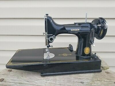 1952 SINGER Featherweight 221 Sewing Machine / No Motor Bobbin Case / Nice!!
