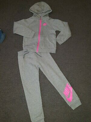 Girls NIKE Full TRACKSUIT TOP & BOTTOMS  Age 6-7 years