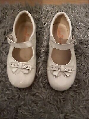 Baby Girls White Patent Dolly Shoes With Diamonte Bow And Strap - Size 9