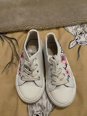Girls Pretty White With Pink Floral Lace Up Pumps Size 9