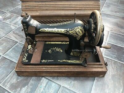 SINGER Sewing Machine Hand Crank Vintage in Case for spares or repair  OS
