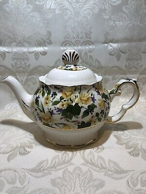 STAFFORDSHIRE ENGLAND ROYAL PATRICIAN  8 Cup TEAPOT