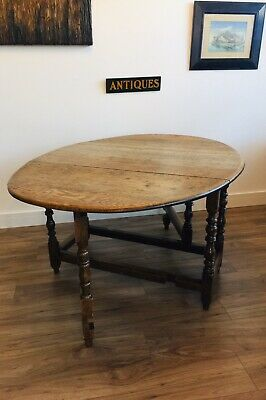 Antique Georgian Country Oak Gateleg Table - Circa 1790. (Delivery Available)