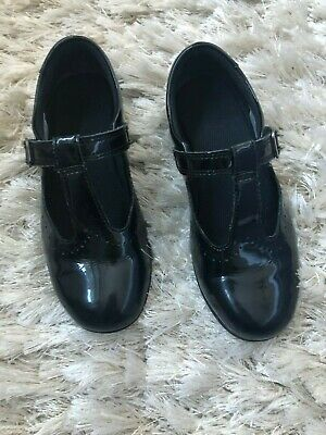 Girls Clarks black patent shoe with velcro strap size 12.5 E