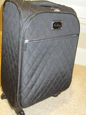 Black Quilted Vera Bradley Spinner Carry-on Travel Luggage Overnight Bag 19x14x8
