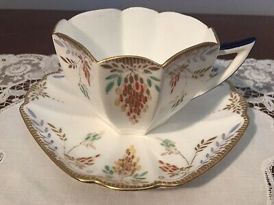 SHELLEY Queen Anne Cup And Saucer 'Bananas'