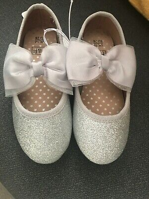 Young Girls Silver Glittery Party / Occasionwear Shoes - Size 10