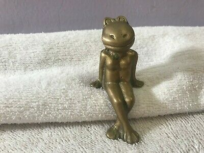 "Vintage brass frog sits on ledge or shelf 2 1/2"" tall  CH2740"