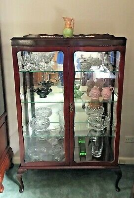 Antique Mahogany Queen Anne Crystal / Display Cabinet w 3 glass shelves!