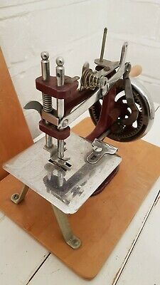 Minature  Mk1 Vintage Sewing Machine By Essex Circa 1940s Original Box Rare
