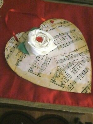 Primitive Valentine's Day Heart Shaped Music /Rose Wall Hanging  Size 9 In
