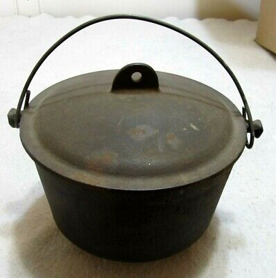 Cast Iron Cauldron Three Footed Cowboy Bean Pot Kettle With Lid RB 2778 Antique