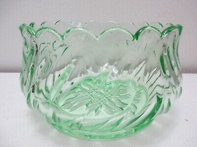 "Vintage Green Depression Glass Serving Bowl Ribbed Flower Scalloped Rim 3 1/2"" T"